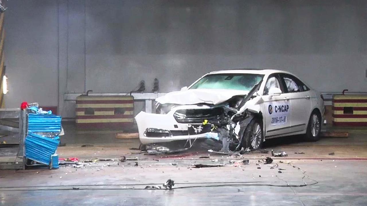 福特金牛座C-NCAP碰撞