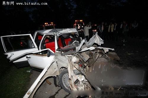 沃尔沃车祸图片 沃尔沃车祸图片,沃尔沃v60车祸照片 图高清图片
