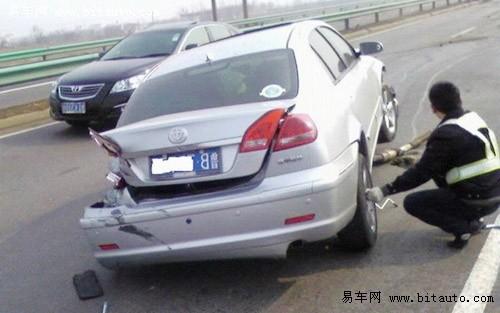骏捷高速追尾车祸高清图片