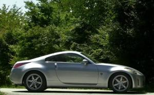 日产350Z正侧车头向右水平图片