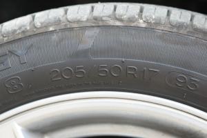 中华尊驰 轮胎规格