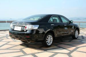 凯美瑞Hybrid后45度(车头向右)图片