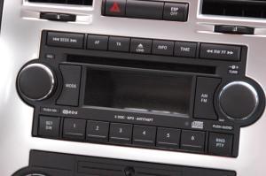 克莱斯勒300C中控台音响控制键图片