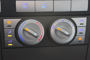 威麟H3 中控台空调控制键