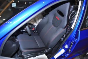 翼豹驾驶员座椅图片