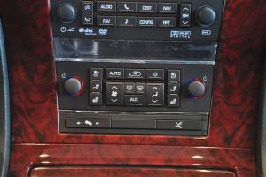 进口凯迪拉克凯雷德 Hybrid 中控台空调控制键