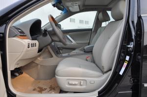 凯美瑞Hybrid前排空间图片
