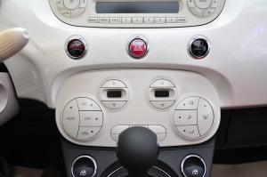 菲亚特500中控台空调控制键图片