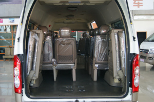 九龙商务车 A6空间-典雅双色