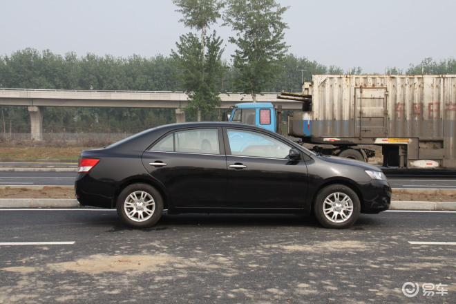 2013年众泰z300 众泰汽车是哪里产的 众泰是哪个国家的品牌 众泰z高清图片