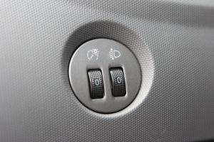 奇瑞X1 大灯调节键