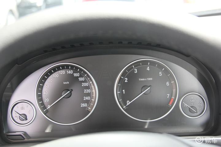 宝马5系 528i xDrive 豪华型仪表
