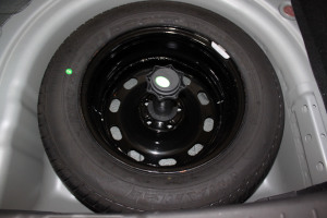 中华H320 备胎