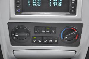 华泰特拉卡 中控台空调控制键
