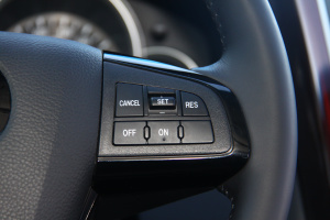 CX-9方向盘功能键(右)