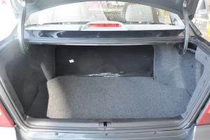 自由舰行李箱空间图片