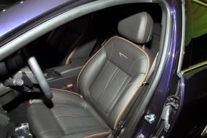 英速亚驾驶员座椅图片