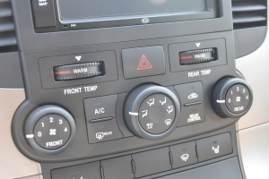进口起亚VQ 中控台空调控制键