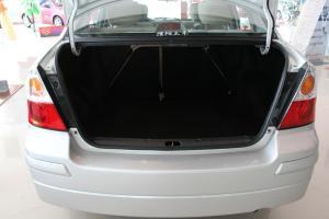 利亚纳三厢行李箱空间图片