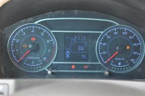 众泰T200仪表盘背光显示图片