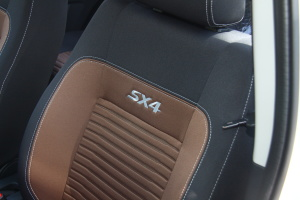 天语SX4两厢              SX4酷锐版空间-皓月白