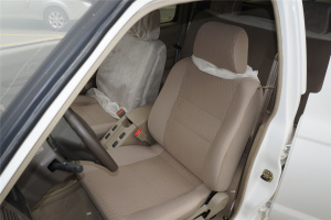 日产D22厢式车驾驶员座椅图片