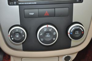 起亚赛拉图 中控台空调控制键