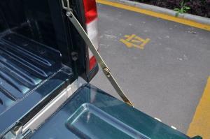 日产D22皮卡 行李厢支撑杆