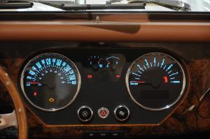 摩根Roadster仪表盘背光显示图片