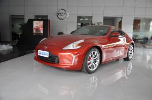 进口日产370Z 红色