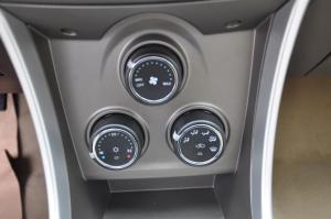 莲花L3两厢 中控台空调控制键