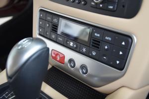 玛莎拉蒂GC中控台空调控制键图片