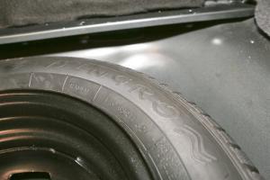 吉利SC3                备胎品牌