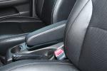 比亚迪S6 比亚迪S6 空间-金色