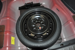 V6菱仕 备胎