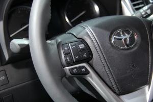 进口丰田汉兰达 方向盘功能键(左)