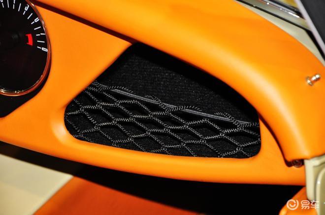 摩根Roadster 空间-运动沙色