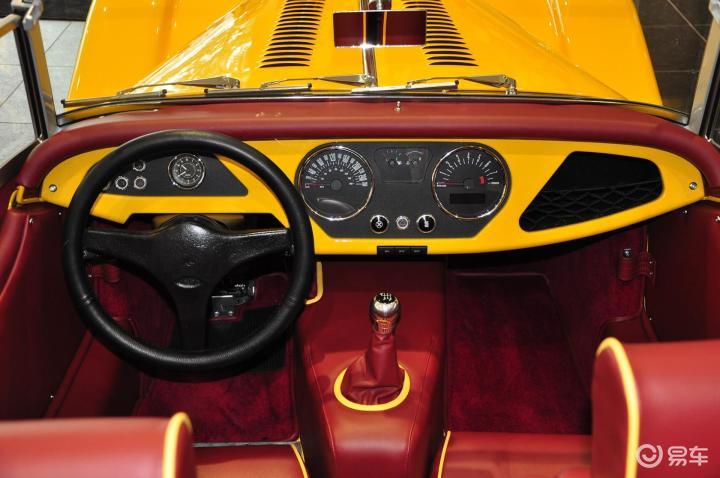 摩根Roadster完整内饰(中间位置)(544326);