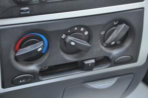 众泰V10 中控台空调控制键