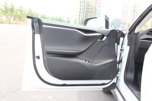 MODEL S驾驶员侧车门内门板