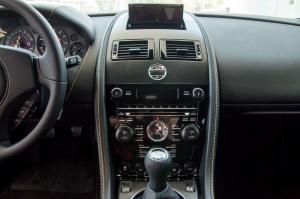 阿斯顿·马丁V8 Vantage中控台正面图片