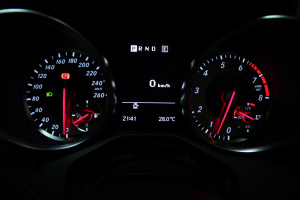 进口奔驰SLK级 仪表盘背光显示