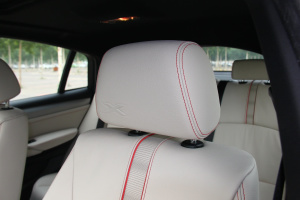 宝马X4(进口)驾驶员头枕图片