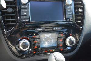 英菲尼迪ESQ 中控台空调控制键