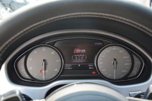奥迪S8仪表盘背光显示图片