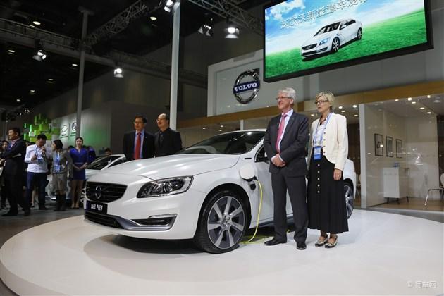 国产沃尔沃S60L混合动力版发布油耗仅2L