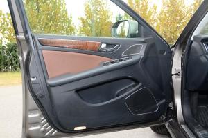 H7驾驶员侧车门内门板