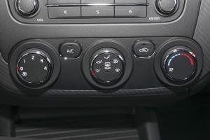 起亚K3S 中控台空调控制键