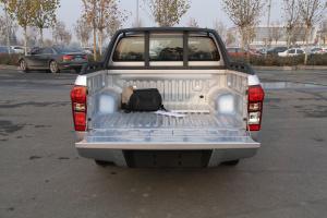 五十铃D-MAX 行李箱空间