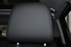 进口宝马2系旅行车 驾驶员头枕